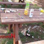 Śmiecą i niszczą