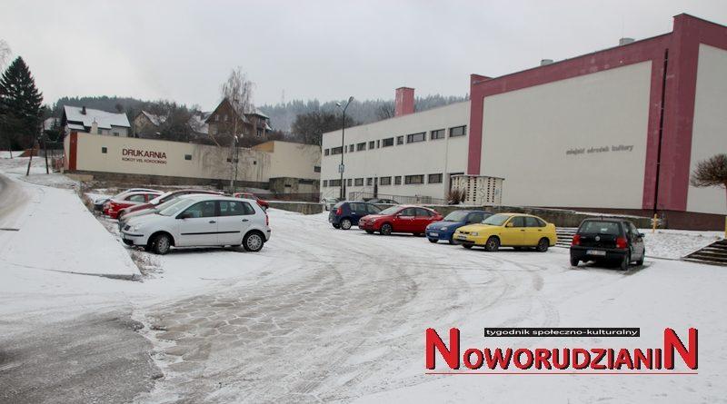 Wielu chętnych na przebudowę parkingu